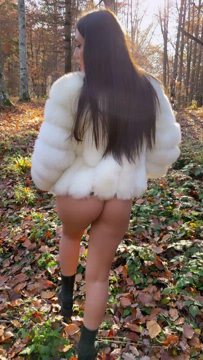 Wanna get wild tonight? : video clip